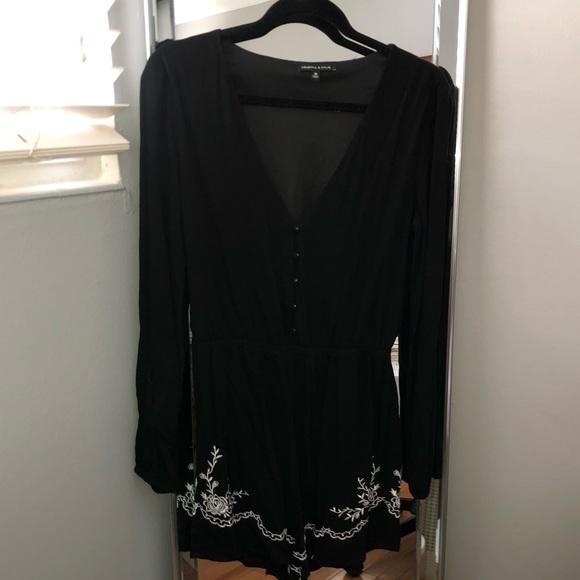 Kendall & Kylie Pants - Black button up v-neck long sleeve romper